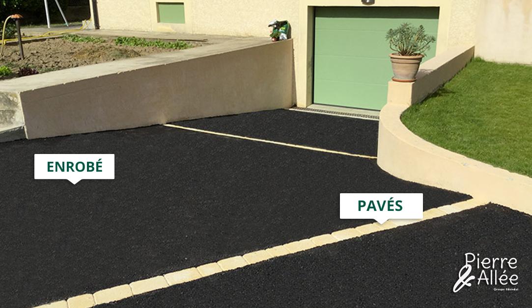 acces de garage enrobe noir et pave